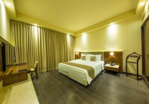 Suites & Deluxe Rooms